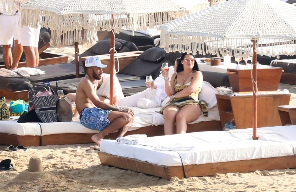 Alysha Behague & Pierre Emerick Aubameyang Enjoy Their Holiday on the Beach (5 Photos)