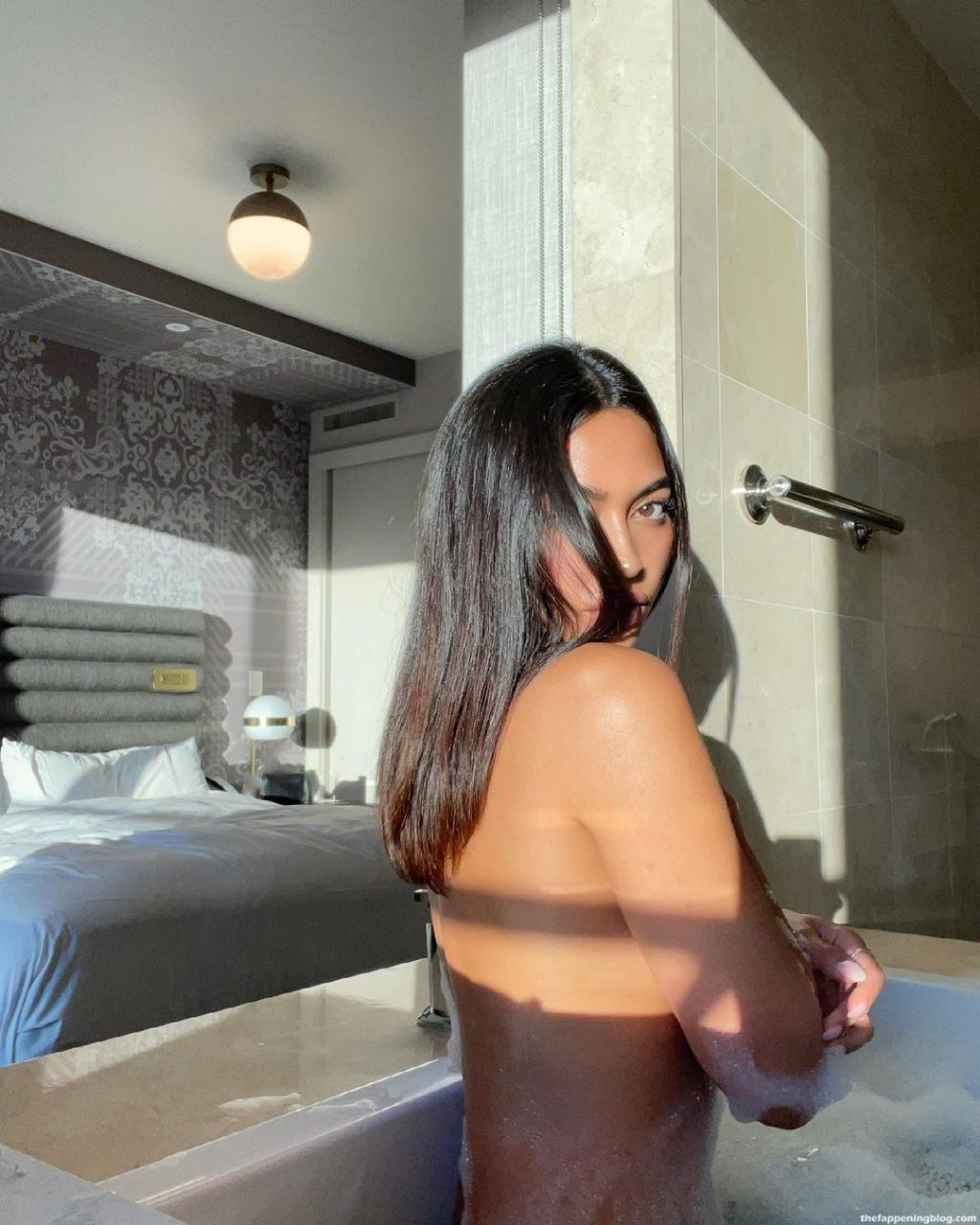 Ambra Gutierrez Shows Off Her Wet Naked Body (11 Photos + Video)