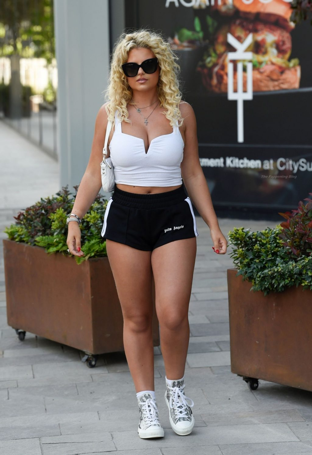 Apollonia Llewellyn Poses in Manchester (44 Photos)