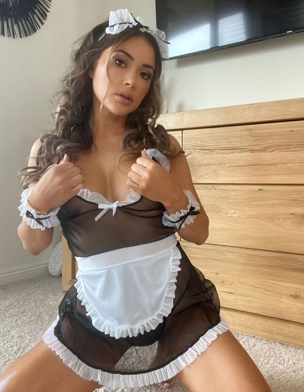 Arianny Celeste Displays Her Nude Tits (6 Photos)