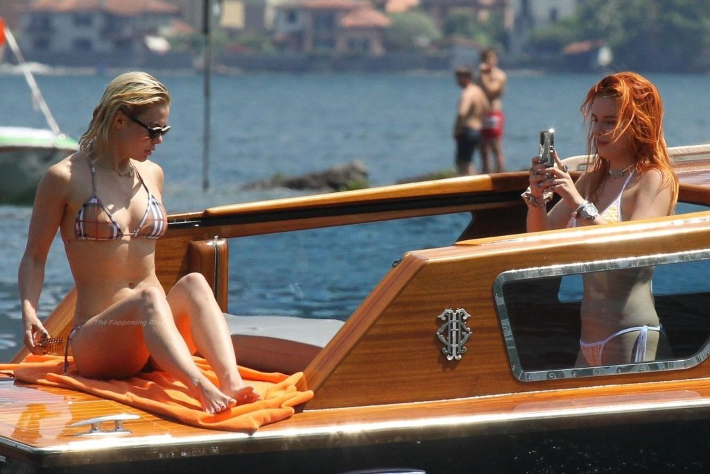 Bella Thorne Spends a Few Days Chilling Out With Her Boyfriend on Their Holidays in Lake Como (102 Photos)