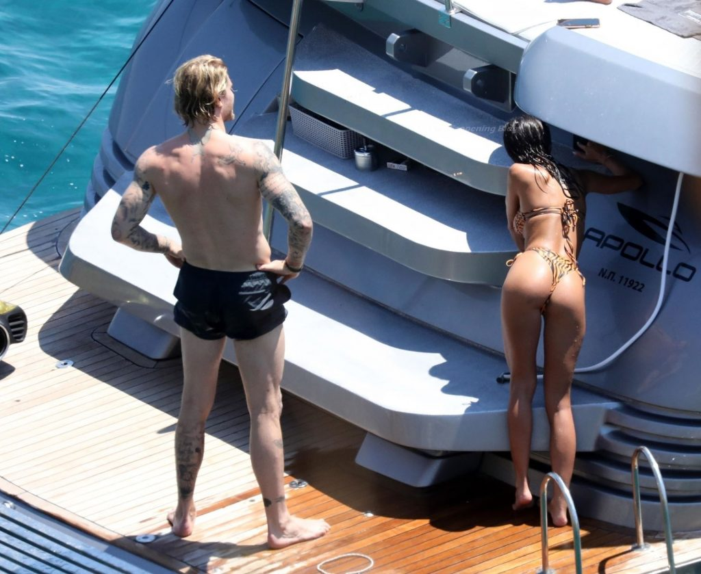 Loris Karius is Pictured Enjoying an Day with a Brunette Beauty on a Yacht in Mykonos (63 Photos)