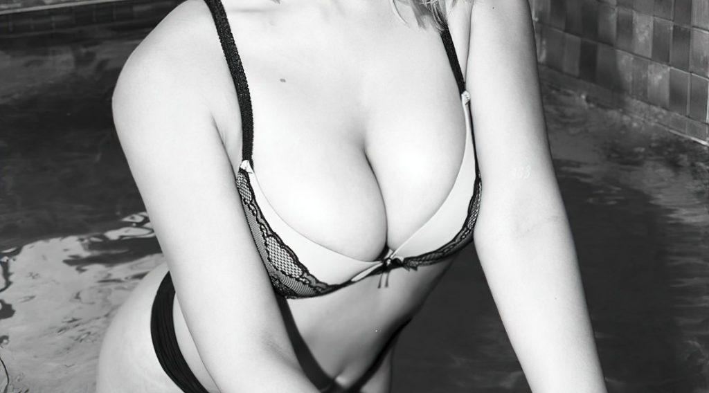 Caylee Cowan Sexy (4 Photos)