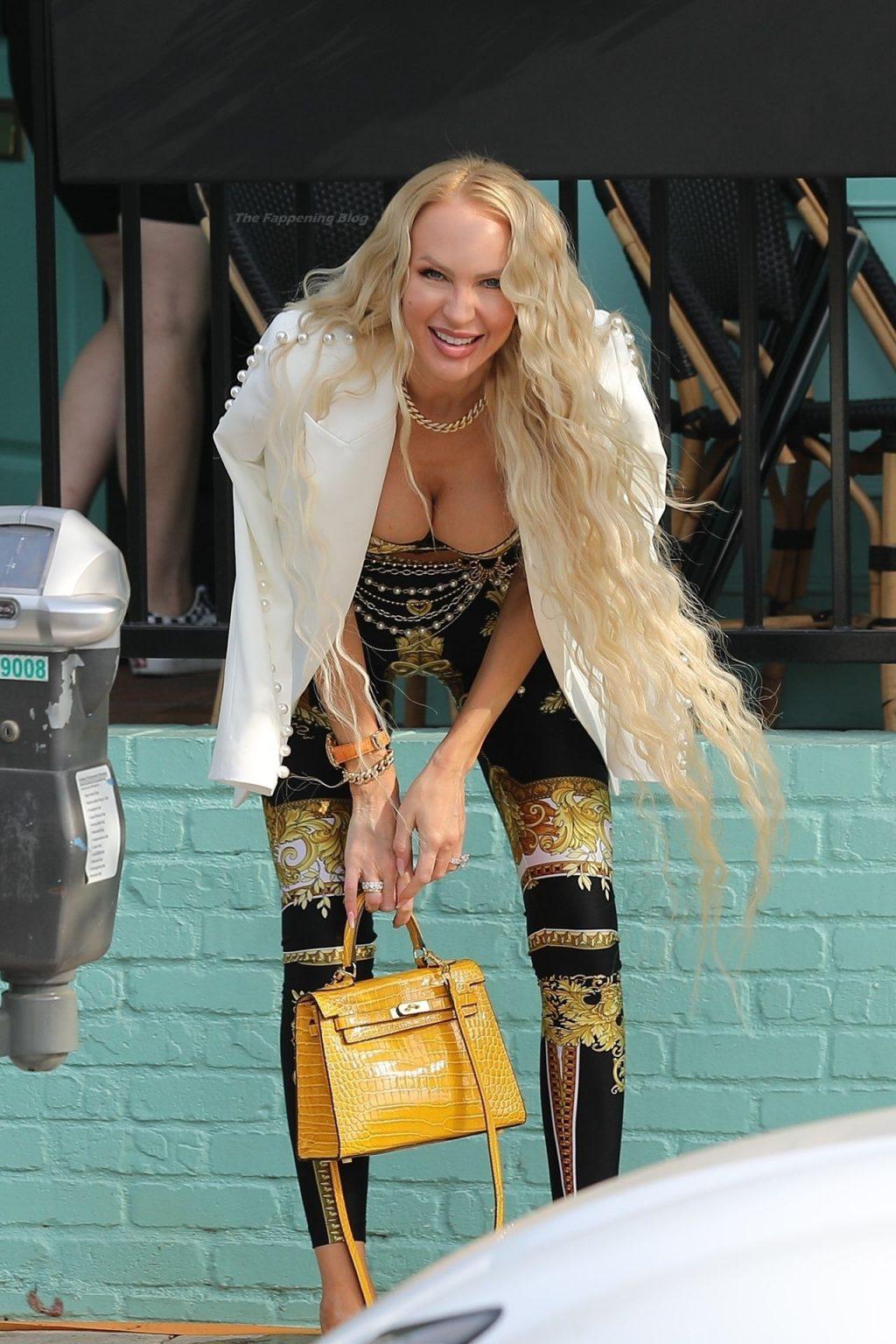 "Busty Christine Quinn Heads Into ""Olivetta"" Restaurant (29 Photos)"