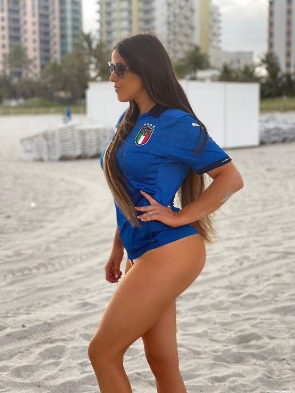 Claudia Romani Supports Italy (10 Photos)