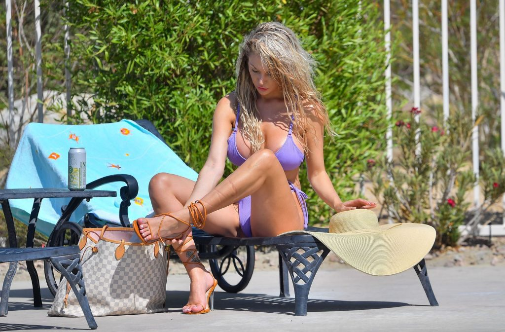 Courtney Stodden Flashes Her Areolas as She Enjoys a Day in the Pool (22 Photos)