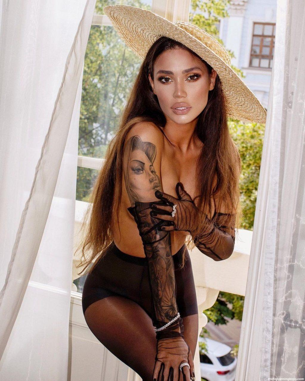Diana 'Mimo Prohodite' Nude & Sexy (10 Photos + Leaked Video)