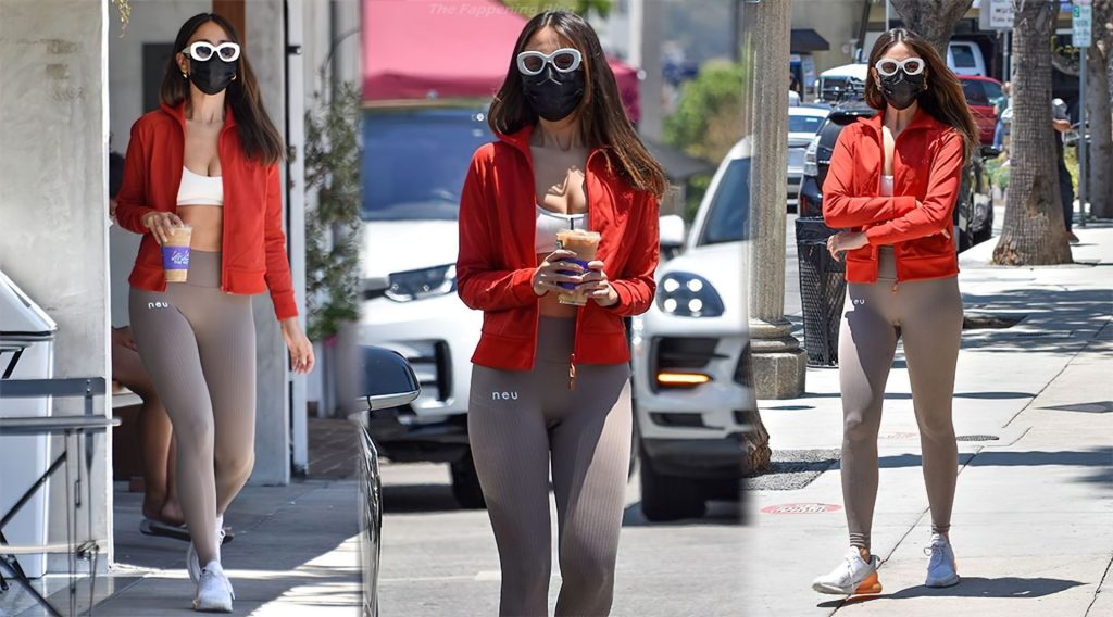 Eiza Gonzalez Goes Out for an Iced Coffee Drink at Alfred's Coffee in Studio City (37 Photos)