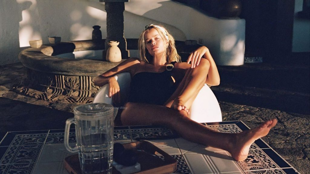Frida Aasen Sexy & Topless (38 Photos)