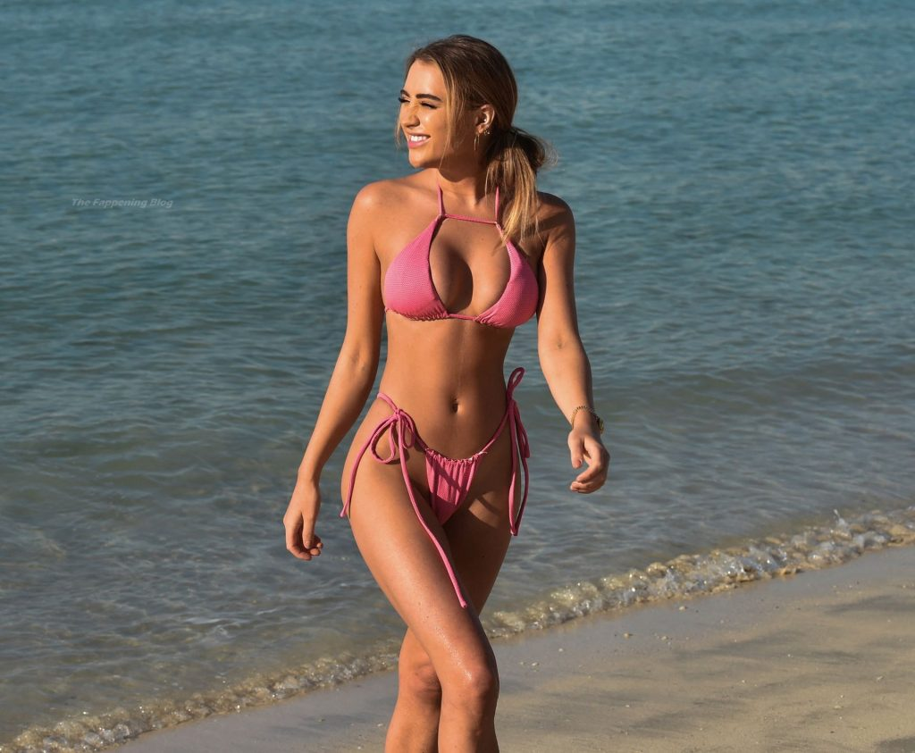 Georgia Harrison is Seen Relaxing on the Beach in Miami (22 Photos)