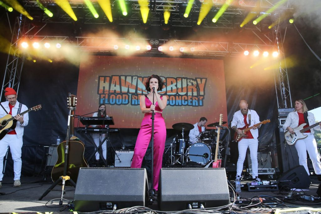 Imogen Clark Performs at the Hawkesbury Flood Relief Concert (17 Photos)