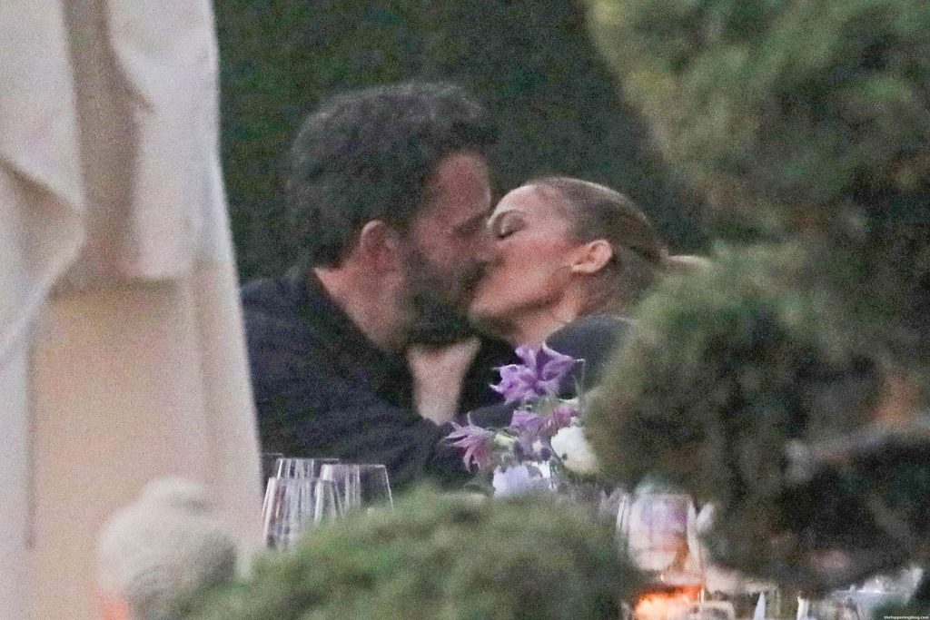 Jennifer Lopez & Ben Affleck Show Love Isn't Lost as They Pack on the PDA During Dinner (13 Photos)