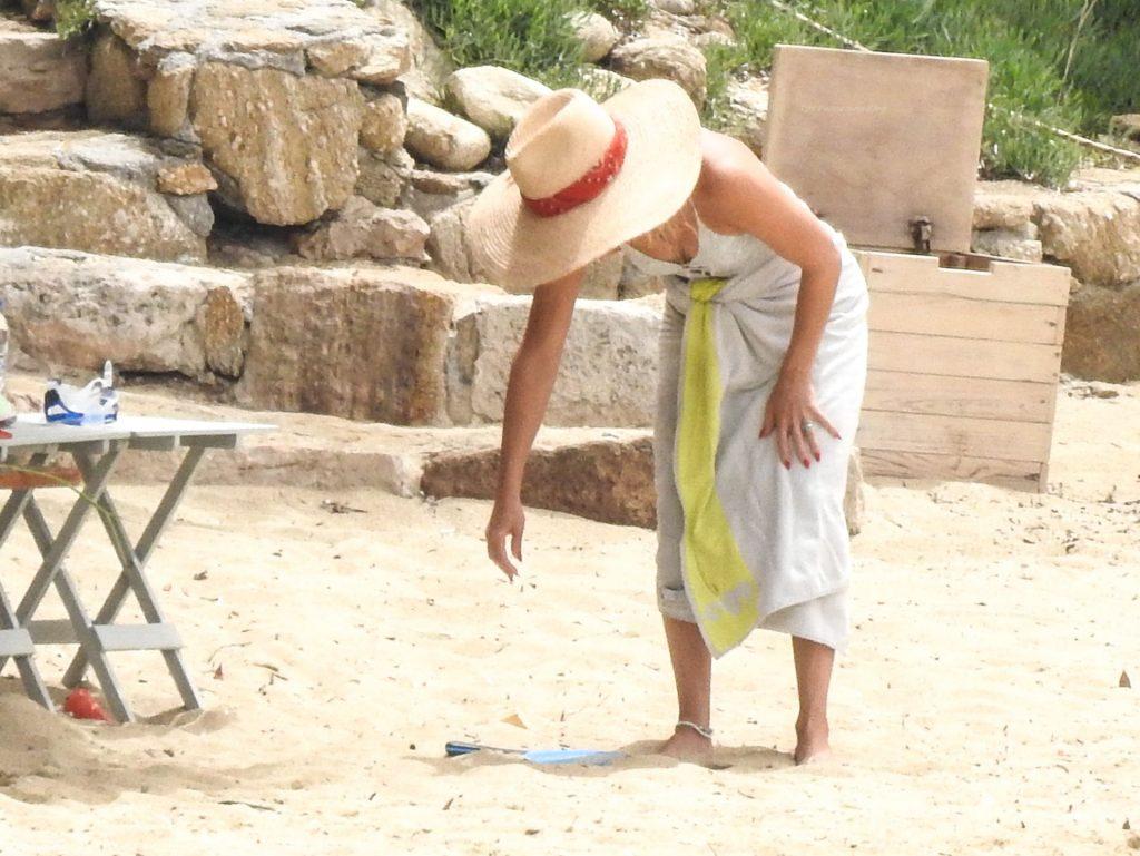 Kate Hudson is Seen Having Fun at the Beach at Skitahos Island in Greece (21 Photos)