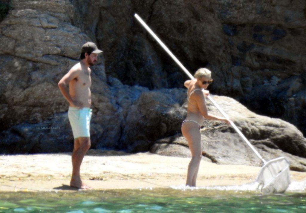 Kate Hudson & Danny Fujikawa Are Seen at the Beach in Greece (34 Photos)