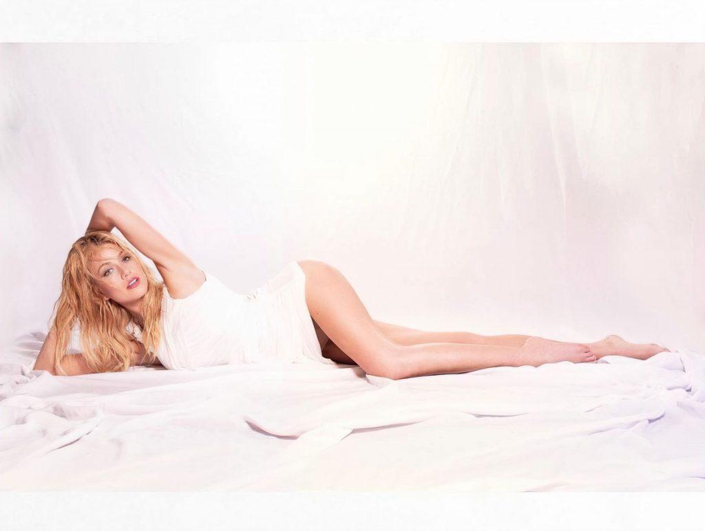 Katherine McNamara Sexy (13 Photos)