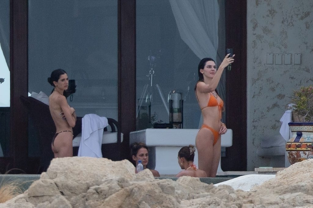 Kendall Jenner & Hailey Bieber Bare Their Sizzling Bodies in String Bikinis (58 Photos)