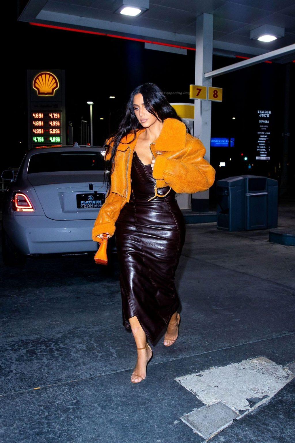 Busty Kim Kardashian is Seen in Los Angeles (11 Photos)