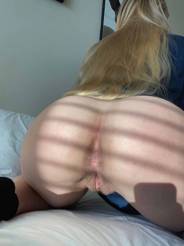 Langelinea's Pussy (6 Nude Photos)