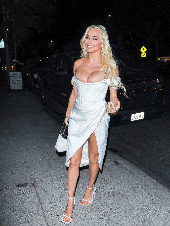 Lindsey Pelas Flaunts Her Boobs in LA (24 Photos)