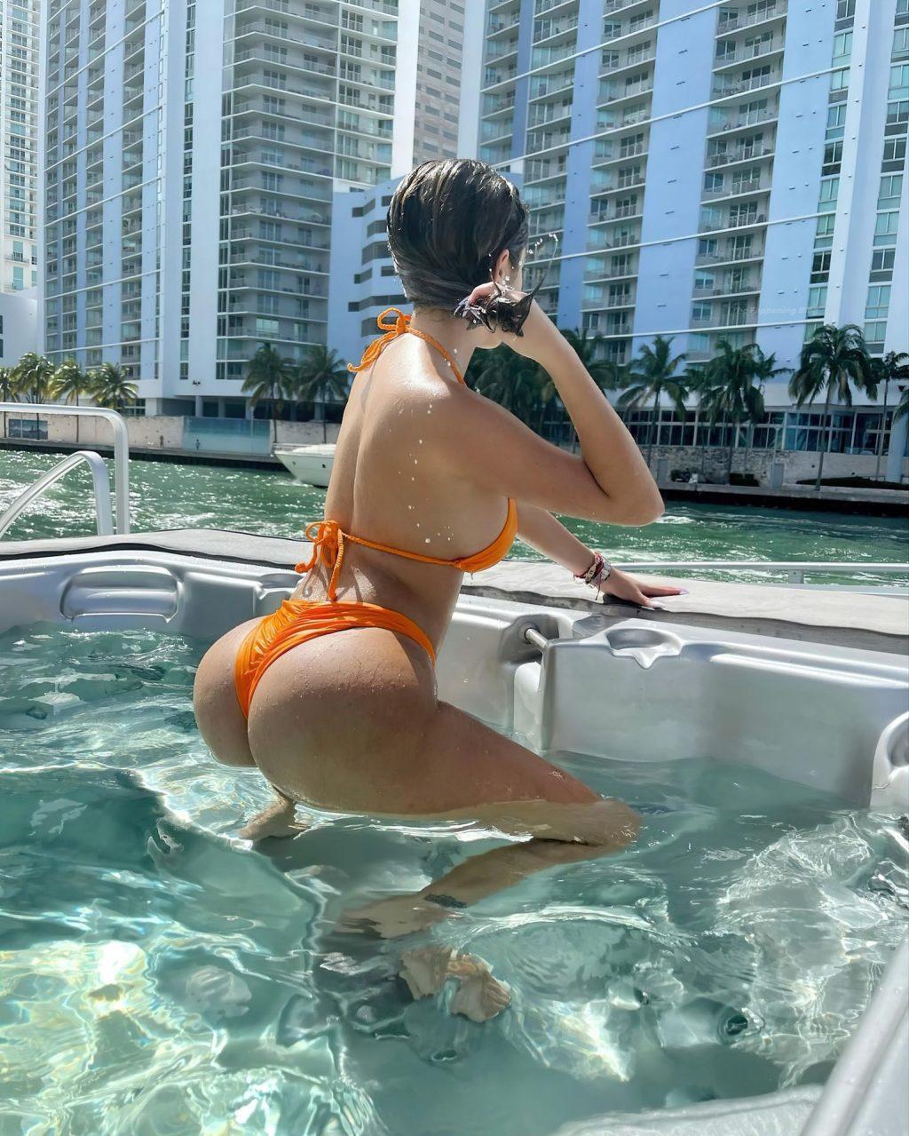 Courtney henggeler bikini