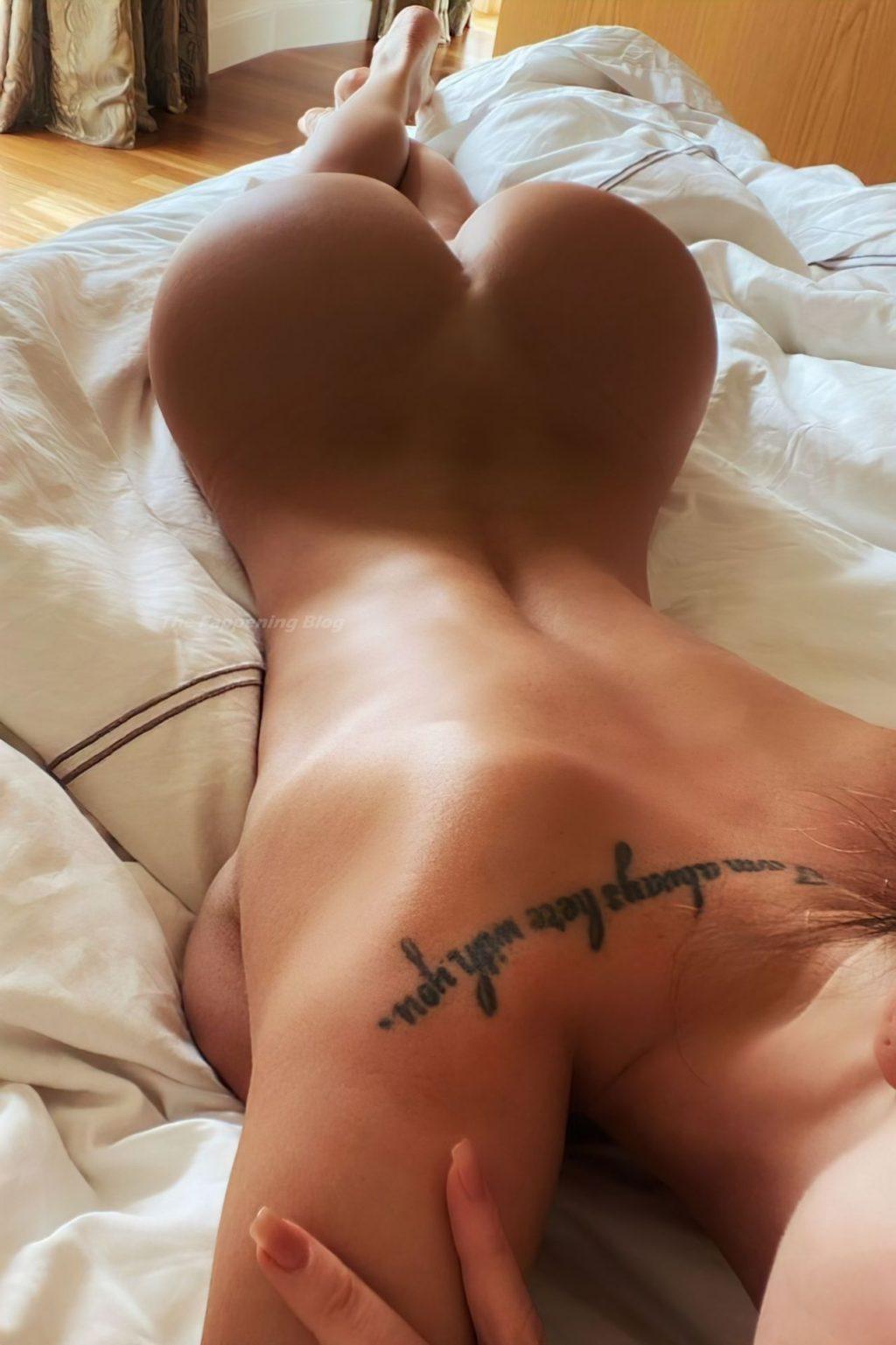 Marta Mayer Nude & Sexy (14 Photos)