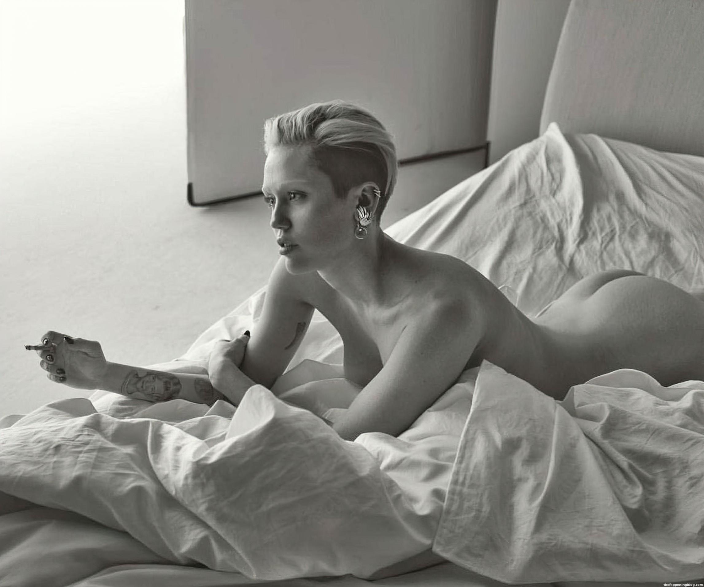 Photos  nackt Miley Cyrus Miley Cyrus