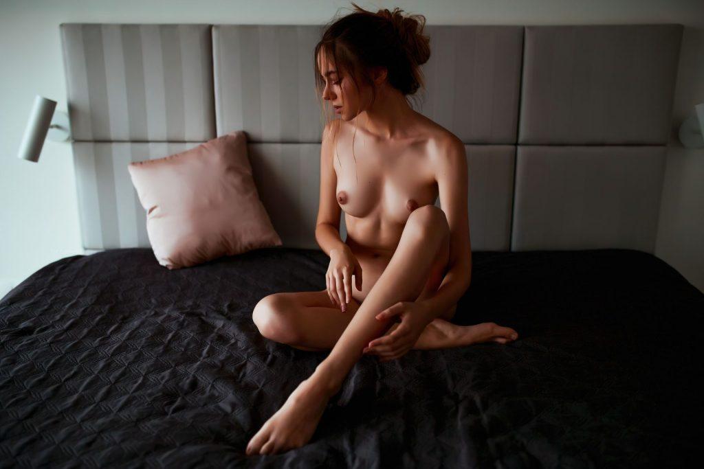 Natalia Muchova Nude – Pink Pillows (14 Photos)