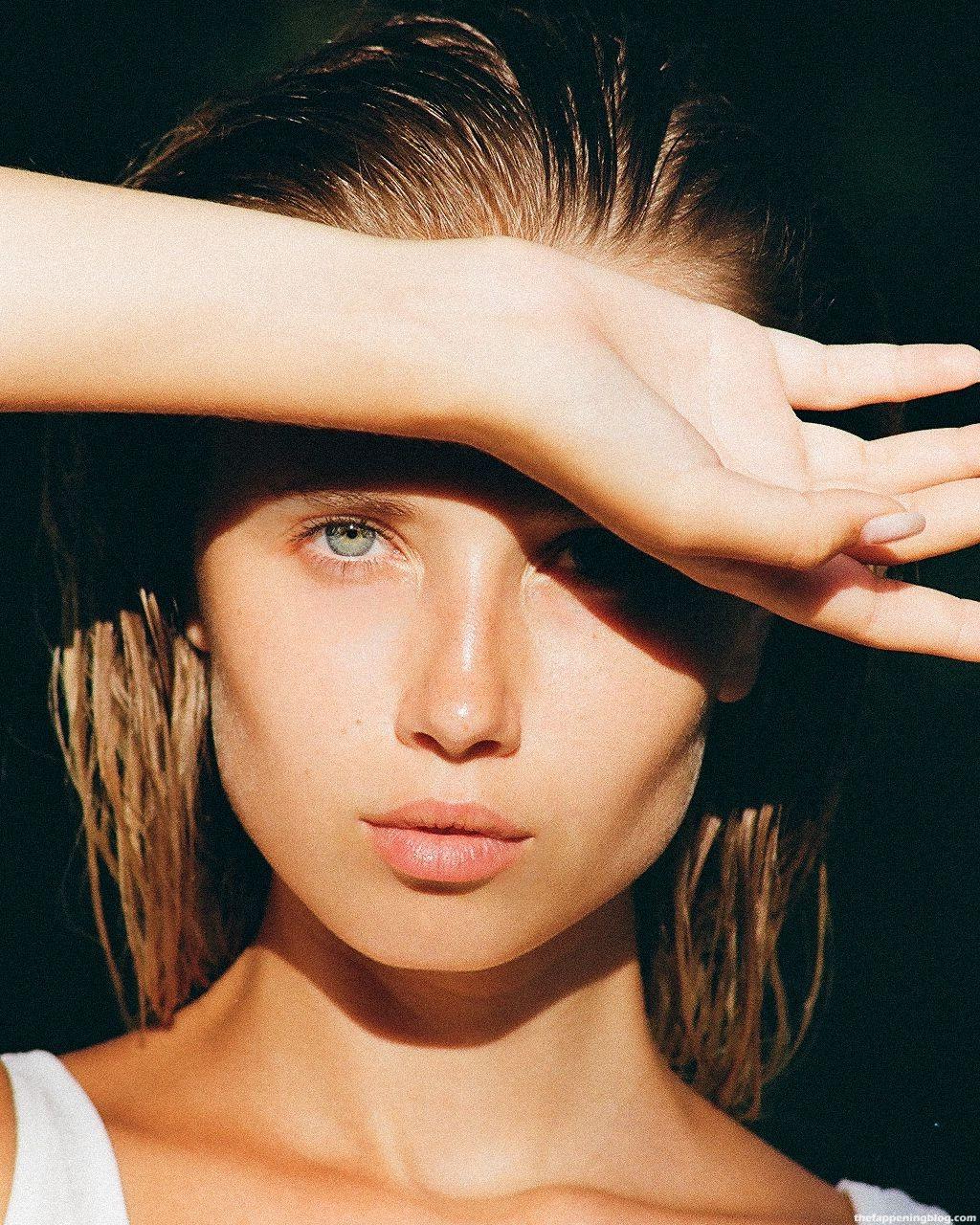 Polina Malinovskaya Nude & Sexy (15 Photos)