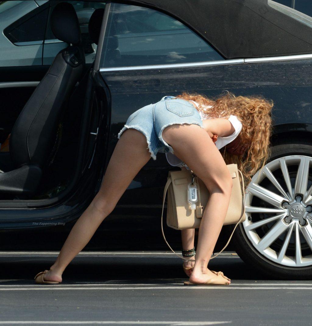 Sarah Hyland Flaunts Her Slender Legs at Gelson's (8 Photos)