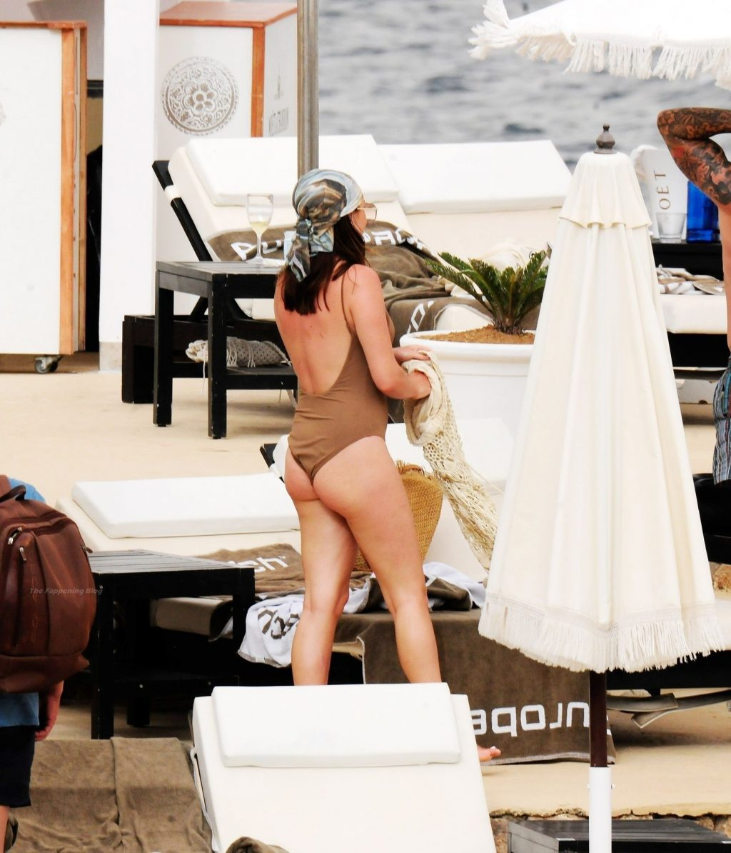 Shelby Tribble is Seen on Holiday in Palma de Mallorca (34 Photos)