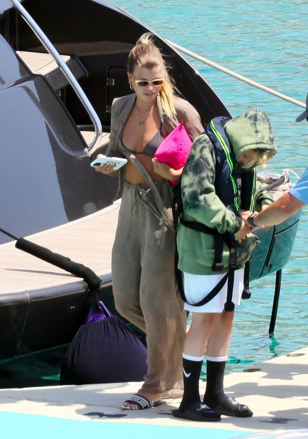 The Richie's Enjoy the Greek Sunshine on Their Lavish Family Holiday in Mykonos (81 Photos)