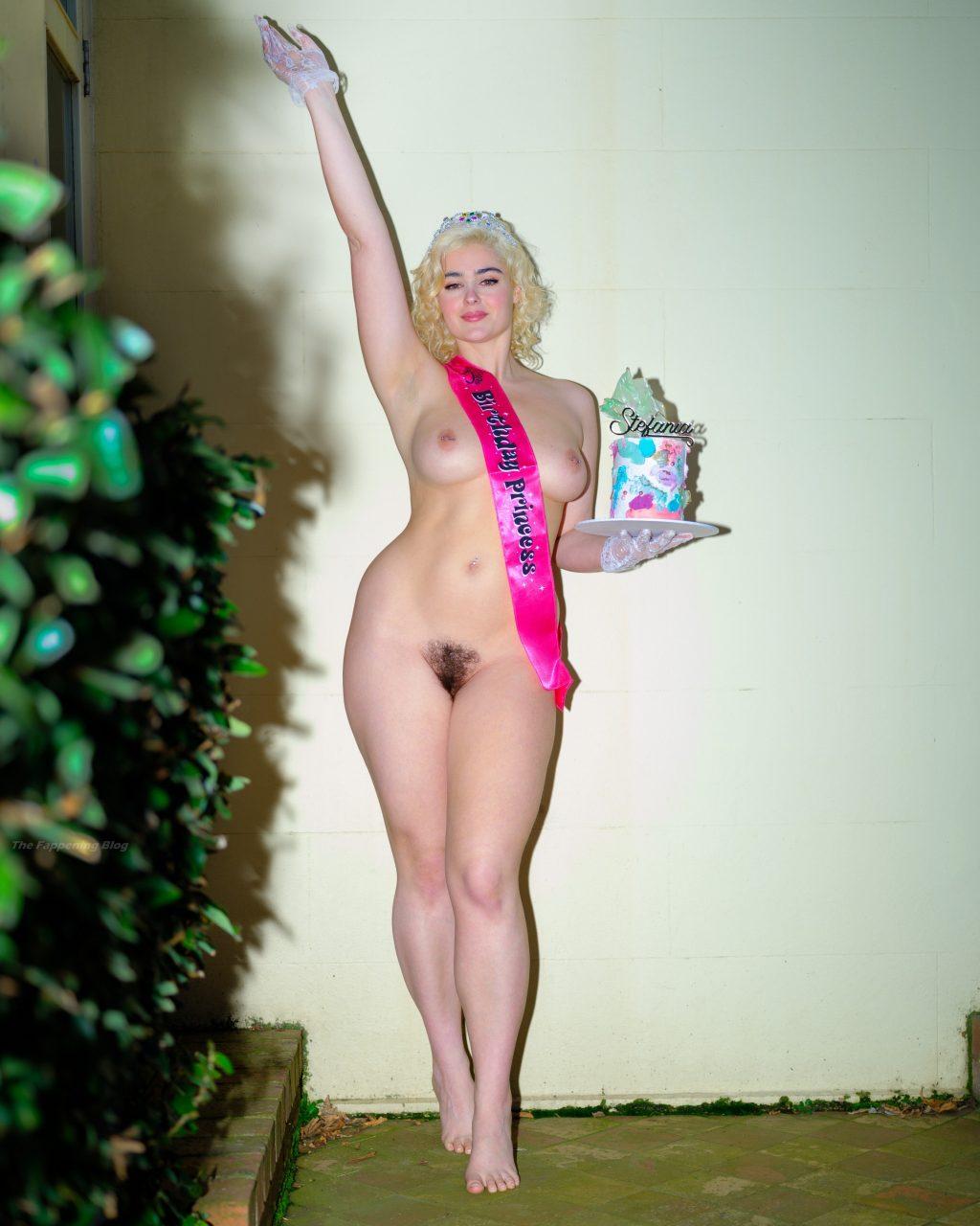 Stefania Ferrario Nude (2 Photos)