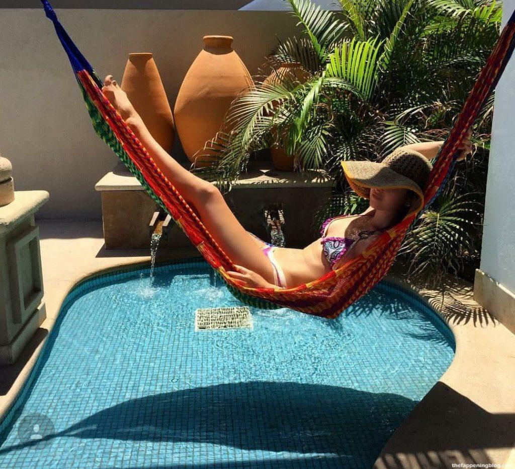 Brooke Lyons Sexy (13 Photos + Video)