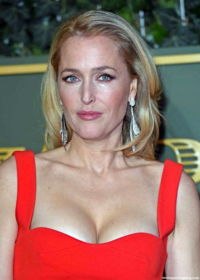 Gillian Anderson Nude, Topless & Sexy (165 Photos + Video Sex Scenes) [Updated]