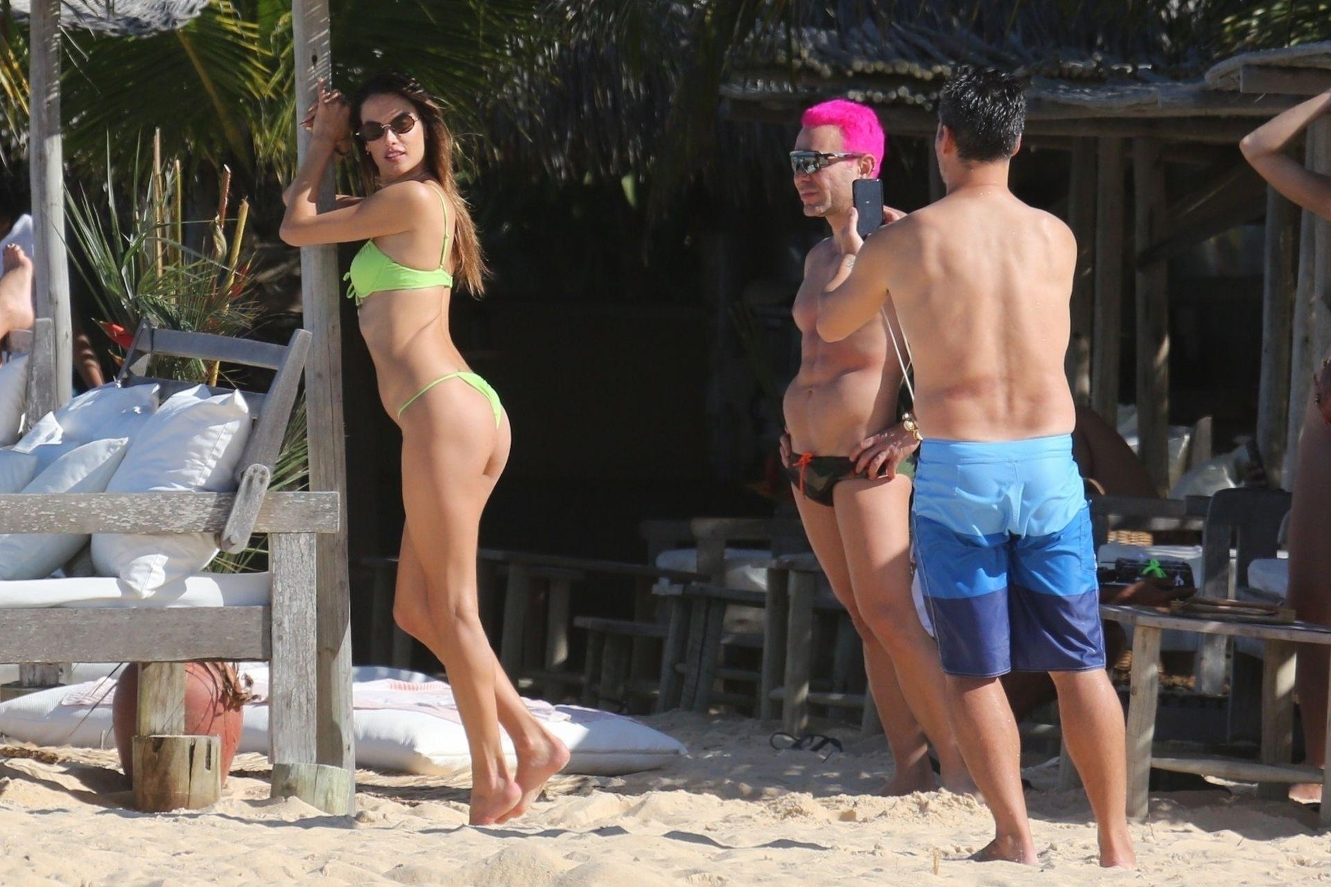 Alessandra-Ambrosio-Sexy-The-Fappening-Blog-1031.jpg