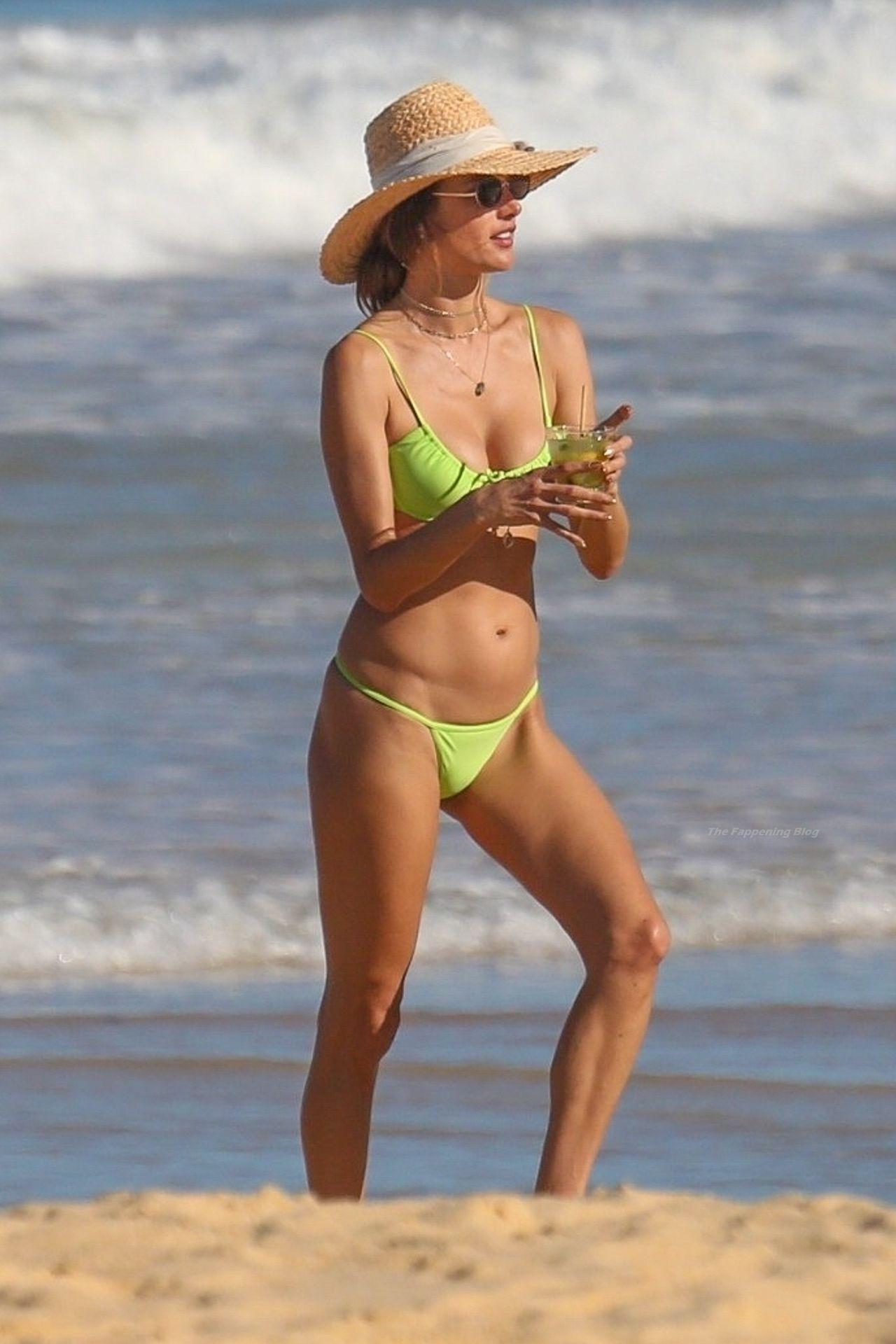 Alessandra-Ambrosio-Sexy-The-Fappening-Blog-251.jpg