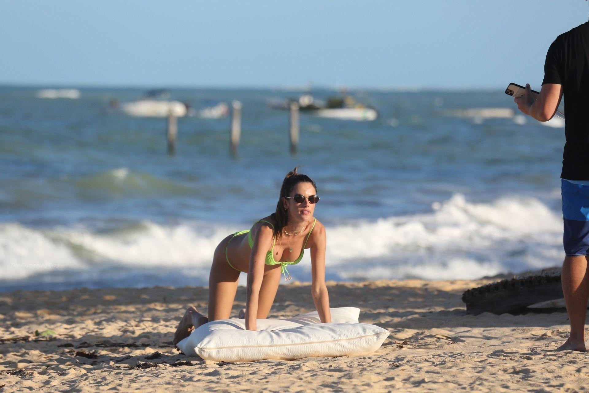 Alessandra-Ambrosio-Sexy-The-Fappening-Blog-461.jpg