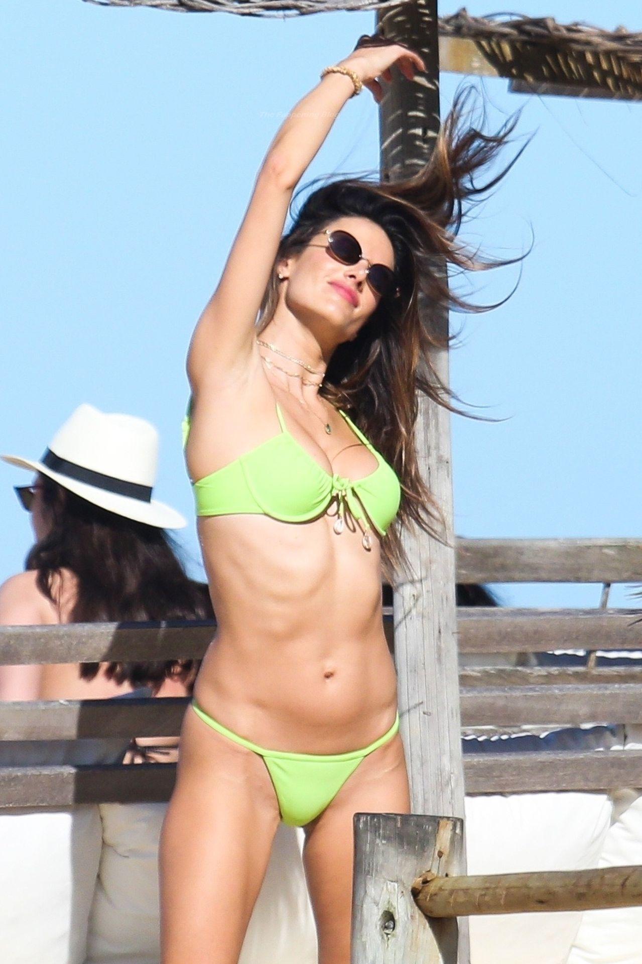 Alessandra-Ambrosio-Sexy-The-Fappening-Blog-701.jpg