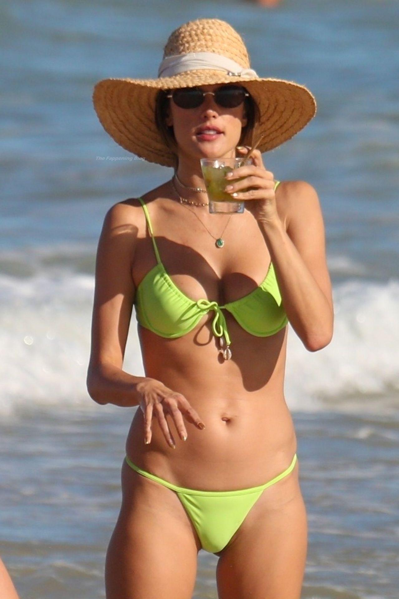 Alessandra-Ambrosio-Sexy-The-Fappening-Blog-721.jpg