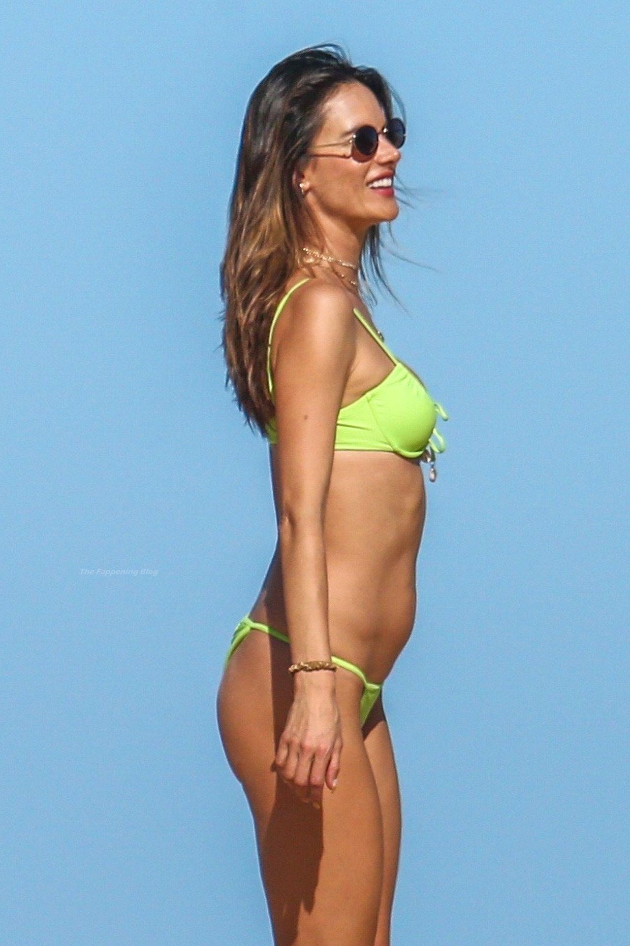 Alessandra-Ambrosio-Sexy-The-Fappening-Blog-771.jpg