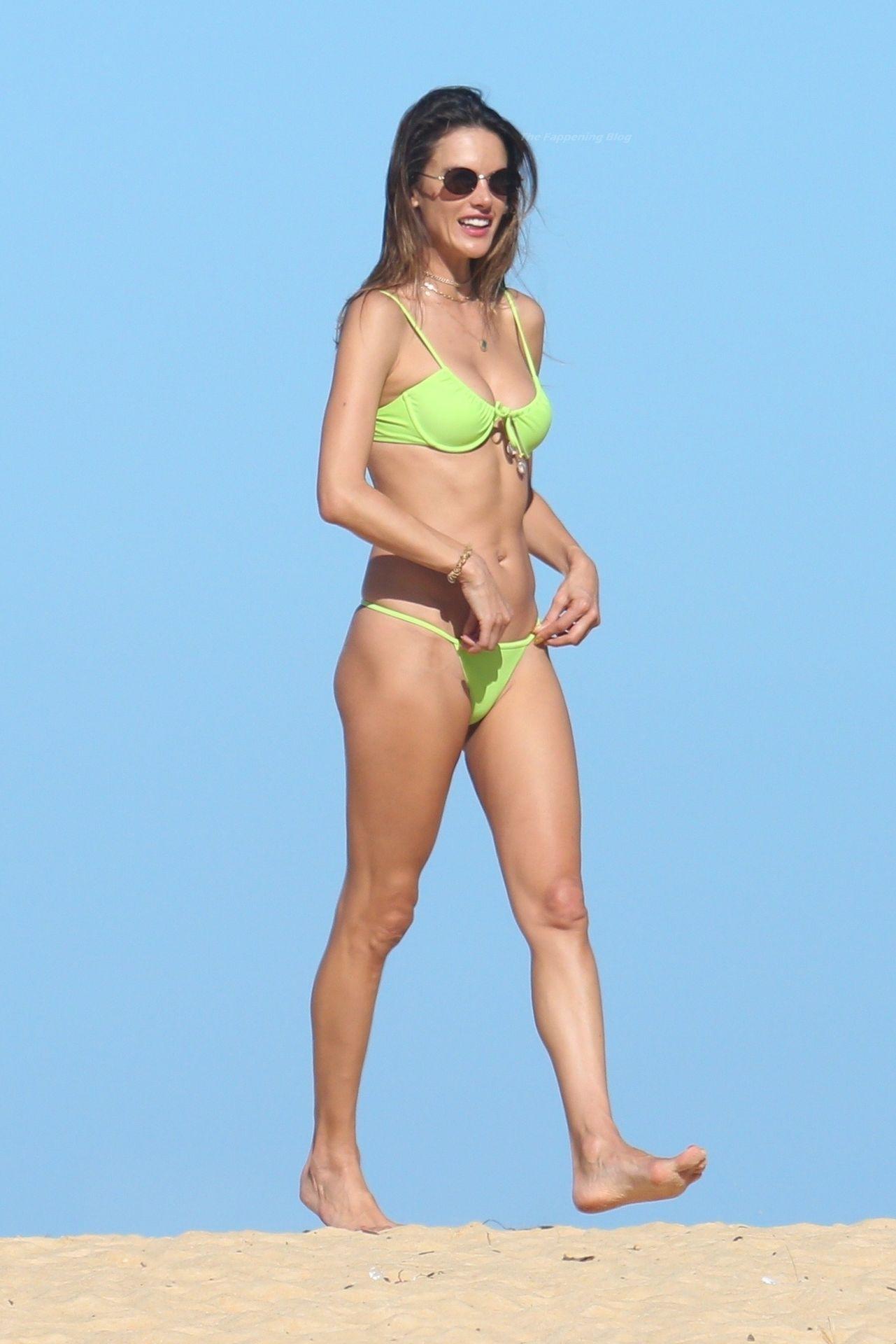 Alessandra-Ambrosio-Sexy-The-Fappening-Blog-831.jpg