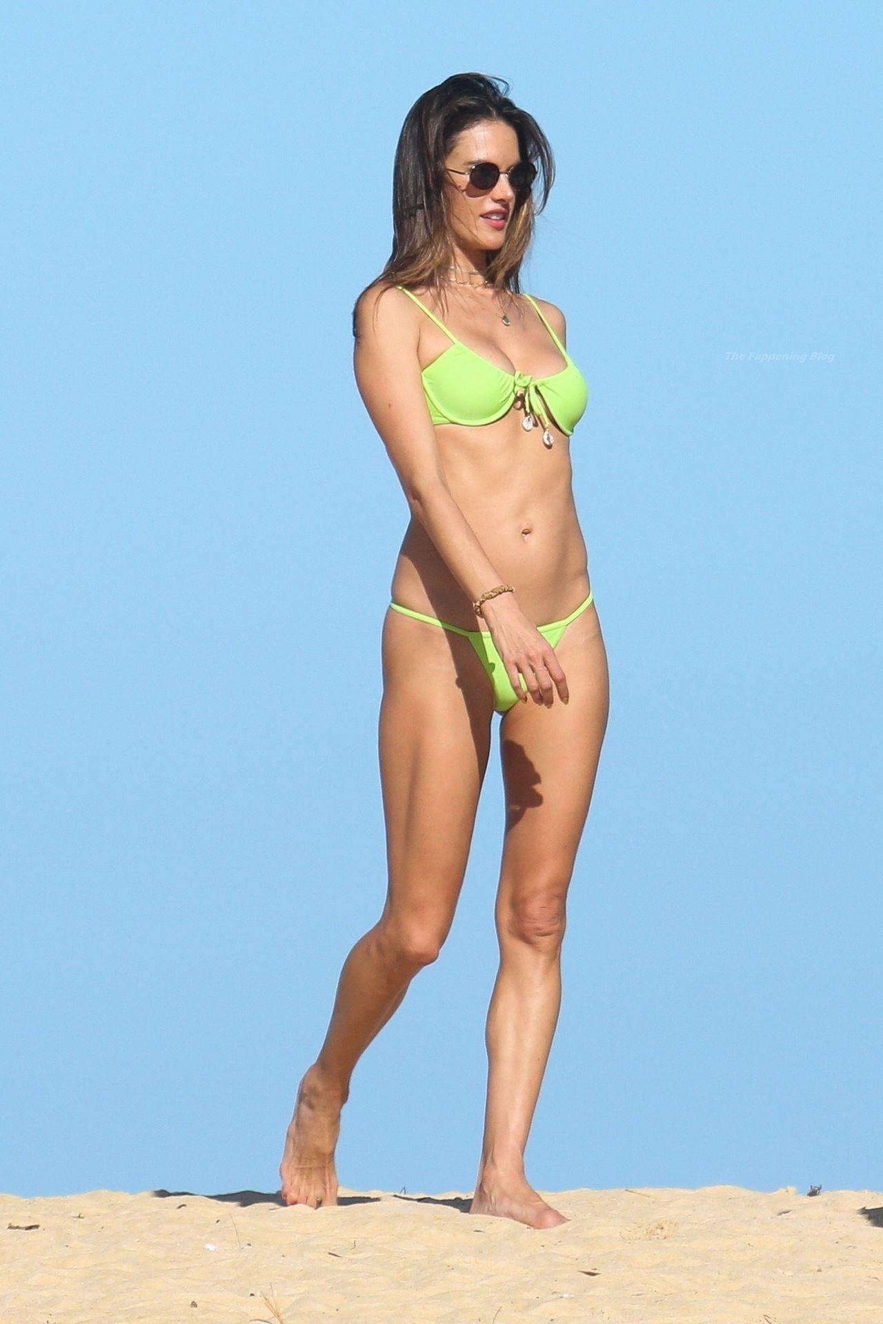 Alessandra-Ambrosio-Sexy-The-Fappening-Blog-861.jpg