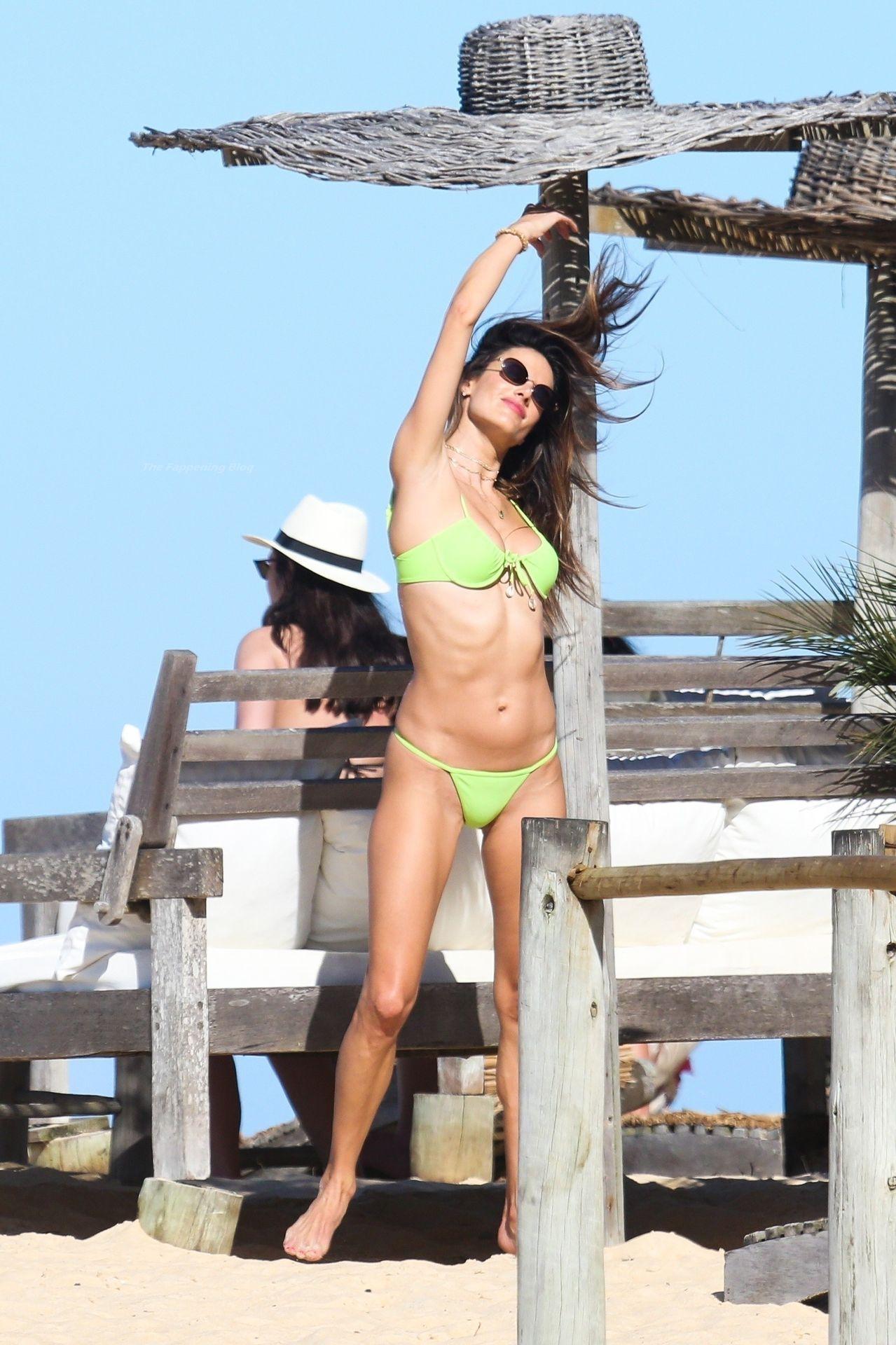 Alessandra-Ambrosio-Sexy-The-Fappening-Blog-891.jpg