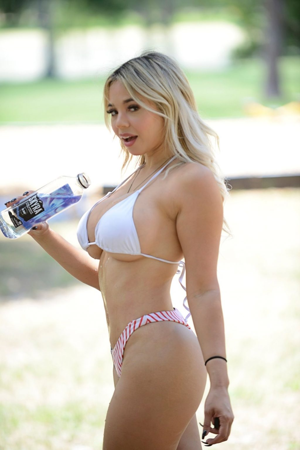 Bella Bunnie Amor Celebrates the 4th of July Wearing a Sexy Two-Piece (20 Photos)