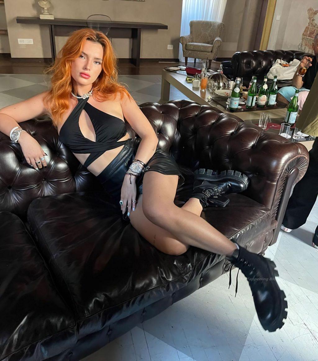 Bella Thorne Hot (4 Photos)