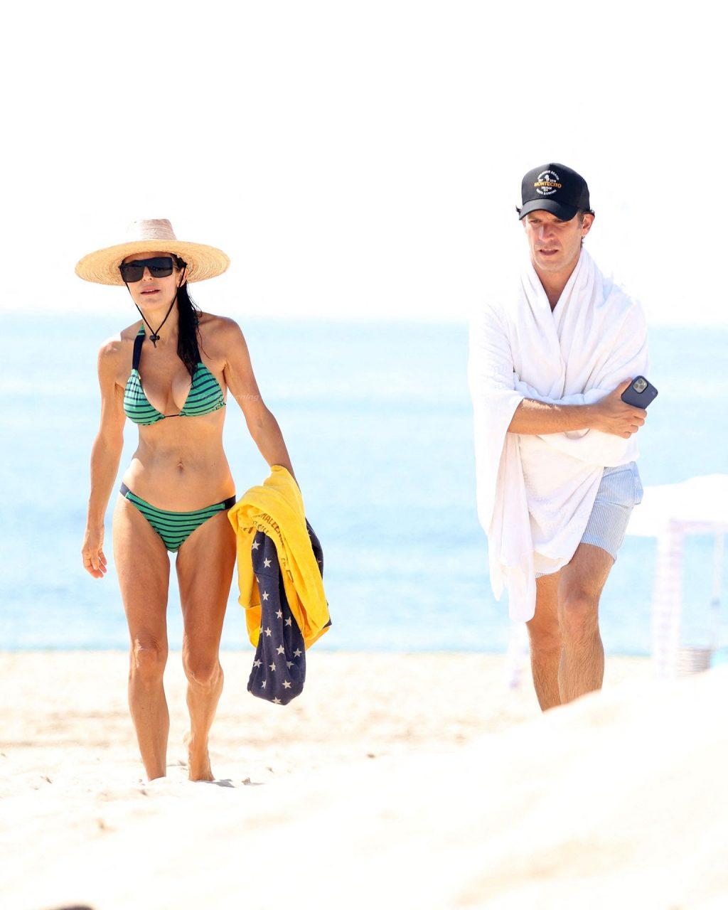 Bethenny Frankel Shows Off Her Slim Figure in a Bikini (20 Photos)