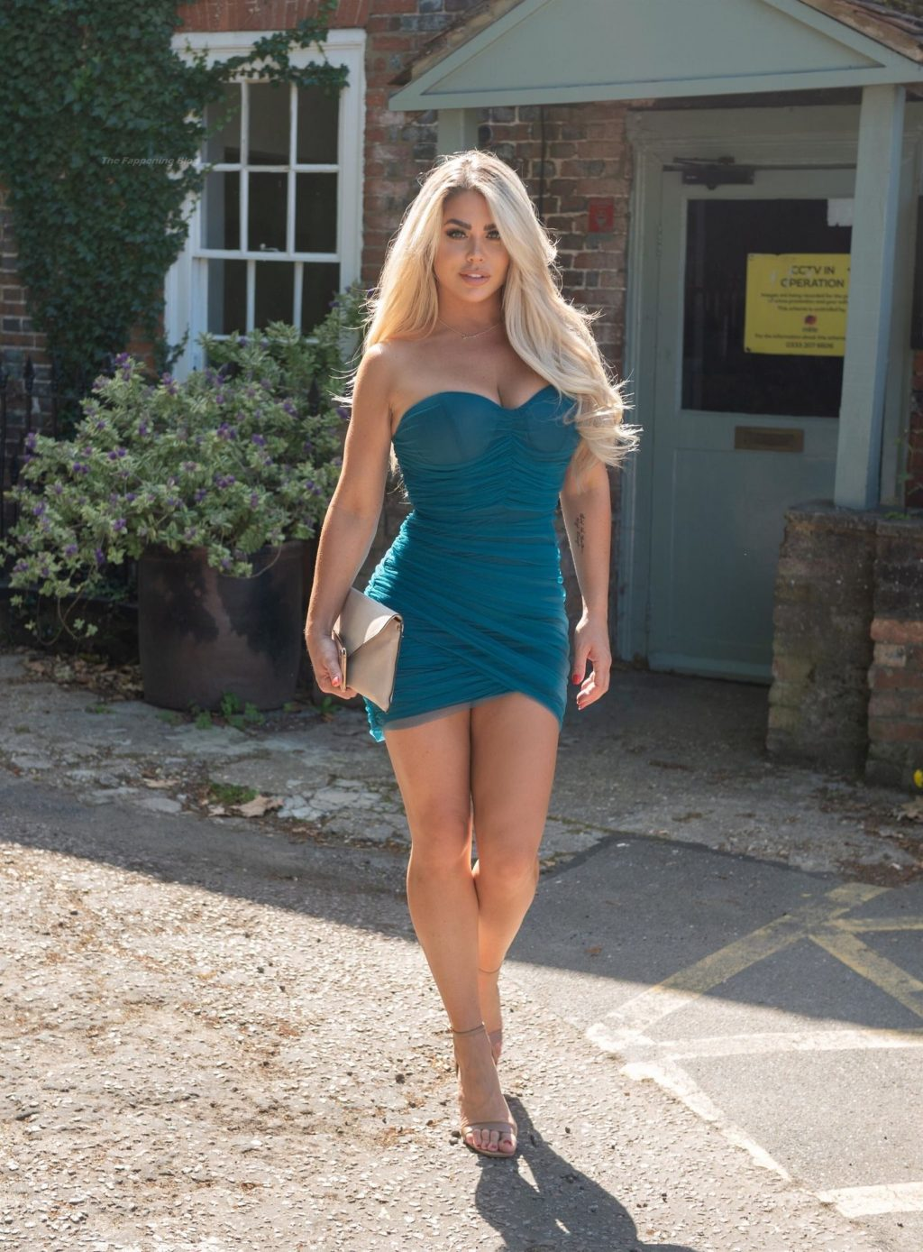Busty Bianca Gascoigne is Seen on Her Way Out to the Gatsby Bar in Berkhamsted (15 Photos)