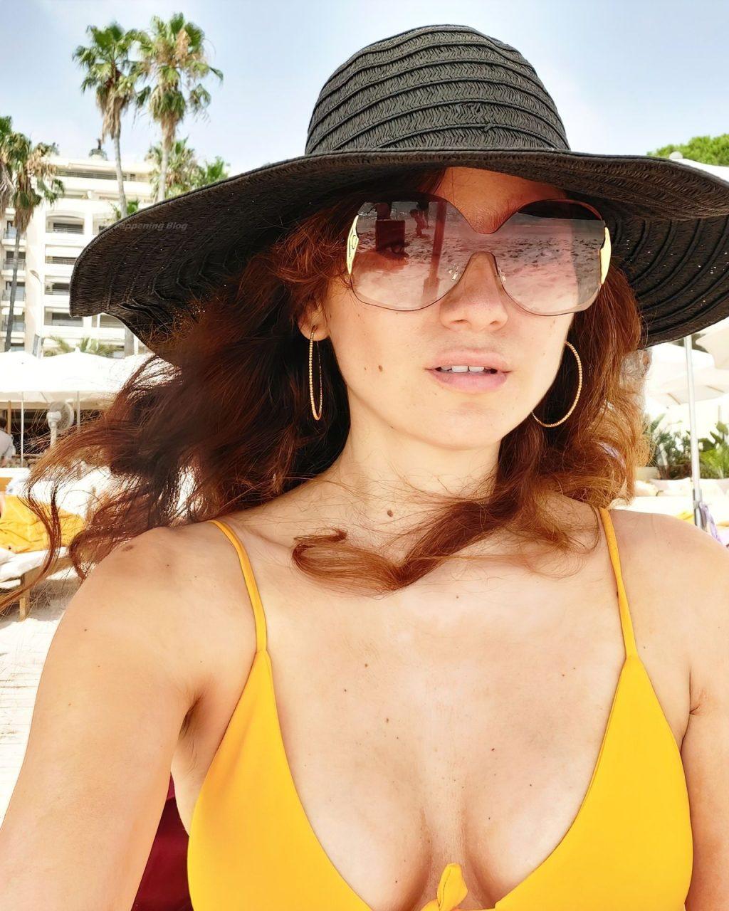 Blanca Blanco Soaks Up the Sun in Cancun (18 Photos)