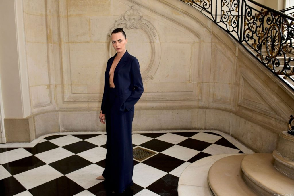 Cara Delevingne Flashes Her Nude Tit at the Fashion Show in Paris (70 Photos)