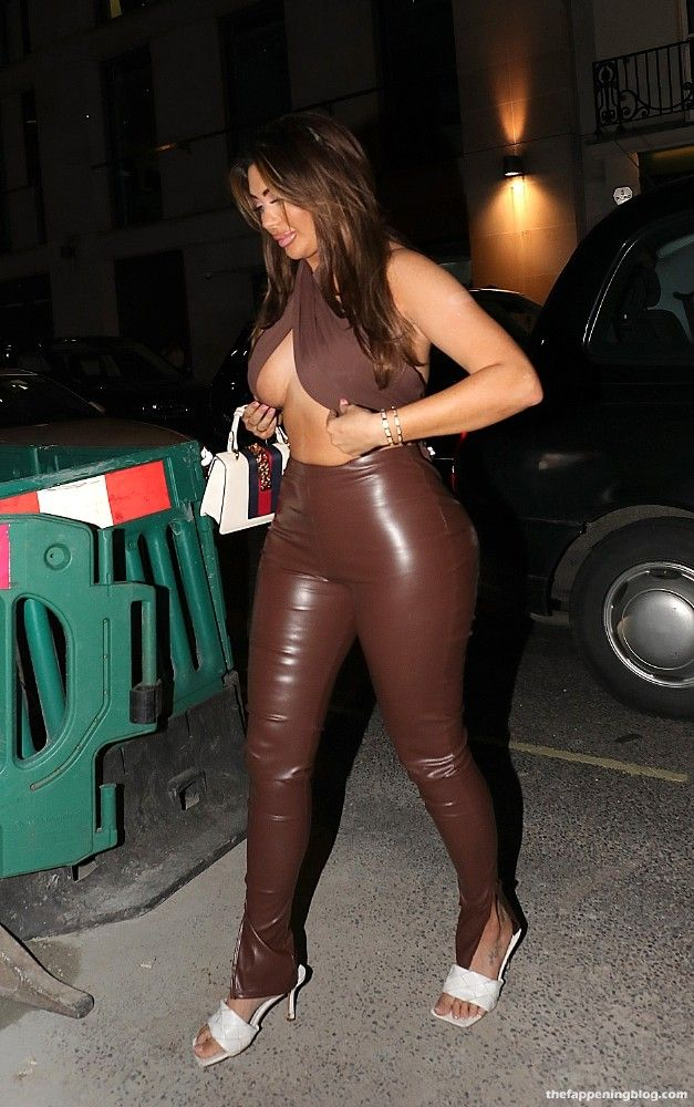 Braless Chloe Ferry Visits a Restaurant in London (8 Photos)